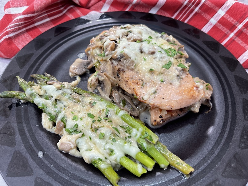 Keto Chicken with Mushrooms and Asparagus in a Creamy Cheesy Sauce