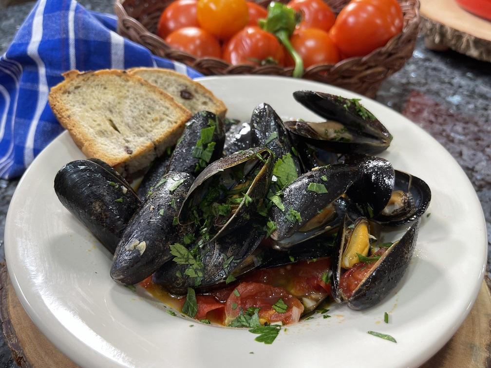 Steamed Mussels in Marinara Sauce